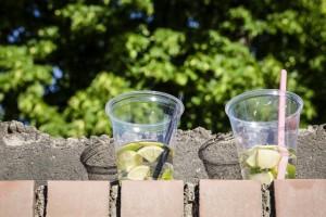 Gespräch zu zweit mit Getränken